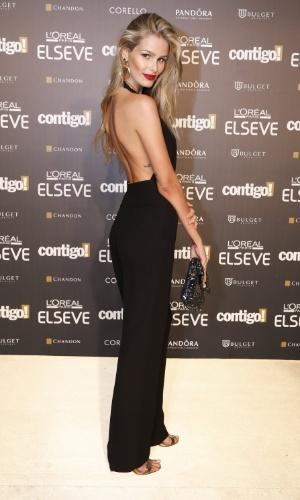 28.jul.2014 - Yasmin Brunet mostra o decote de seu vestido na 16ª edição do Prêmio Contigo! de TV, realizado no hotel Copacabana Palace, no Rio