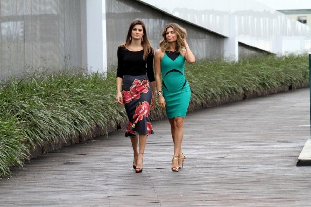 29.jul.2014 - A modelo Isabeli Fontana e a atriz Grazi Massaferra gravam comercial em shopping no Rio de Janeiro