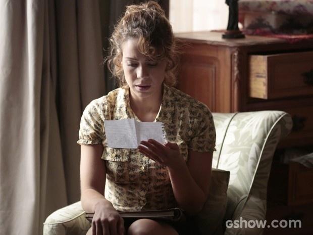 Cristina lê a carta dizendo que José Alfredo é seu pai