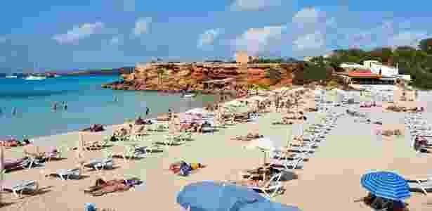 Ilha de Formentera tem areia branca e mar cristalino. Na foto, praia de Cala Salona - Getty Images