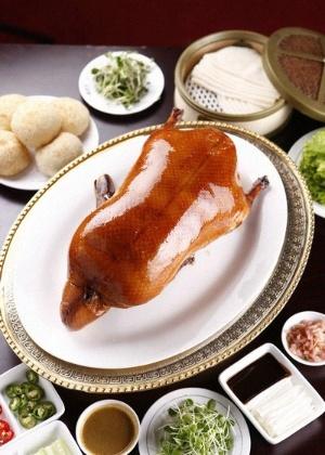 Pato laqueado em foto de divulgação do restaurante Quanjude, em Pequim - Divulgação