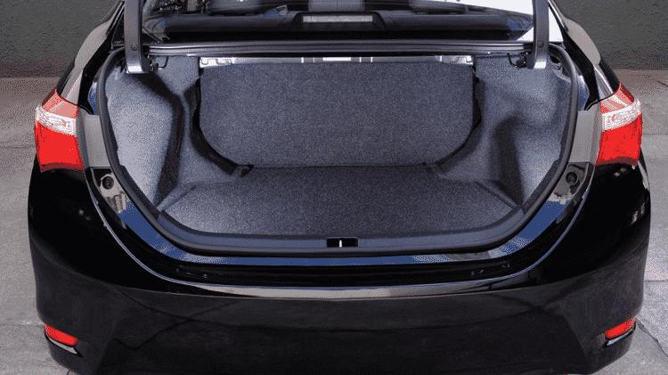 Toyota Corolla GLi M/T 2015 porta-malas - Murilo Góes/UOL - Murilo Góes/UOL