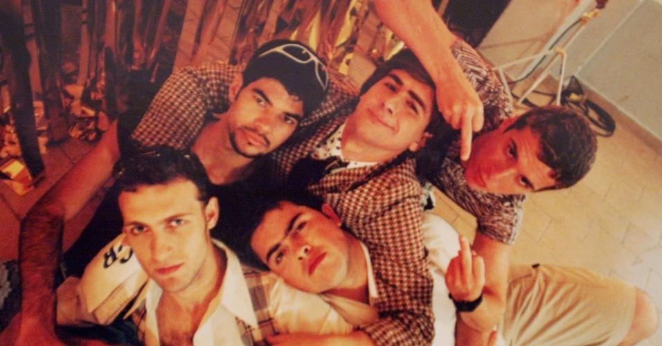 """29.jan.2001 - Humoristas do programa """"Hermes e Renato"""", Bruno, Adriano, Felipe, Fausto e Marco Antônio"""