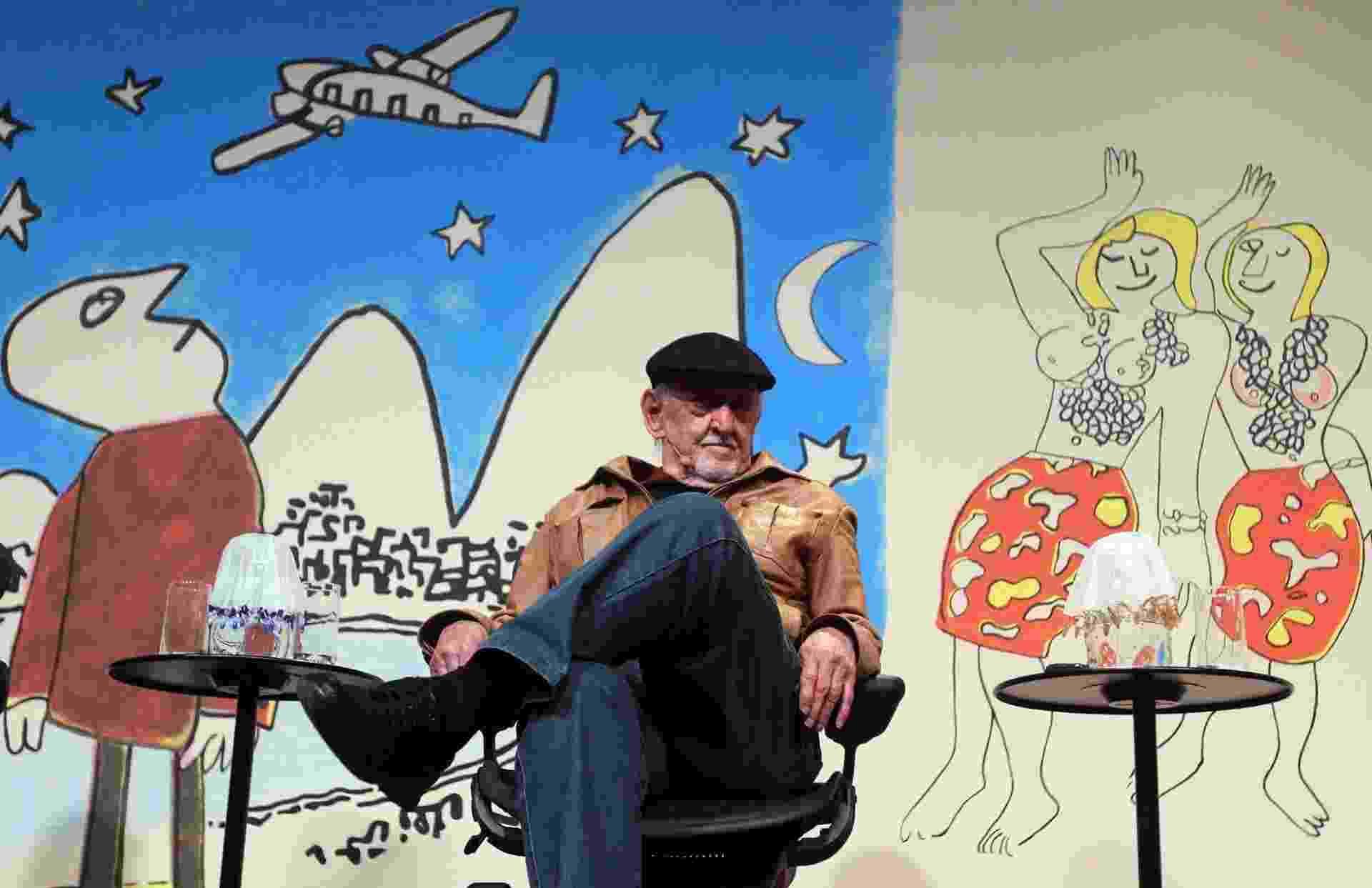 """30.jul.2014 - O cartunista Jaguar fala na mesa """"Millormaníacos"""", que abre a edição de 2014 da Festa Literária de Paraty - Marcos de Paula/Agência Estado"""