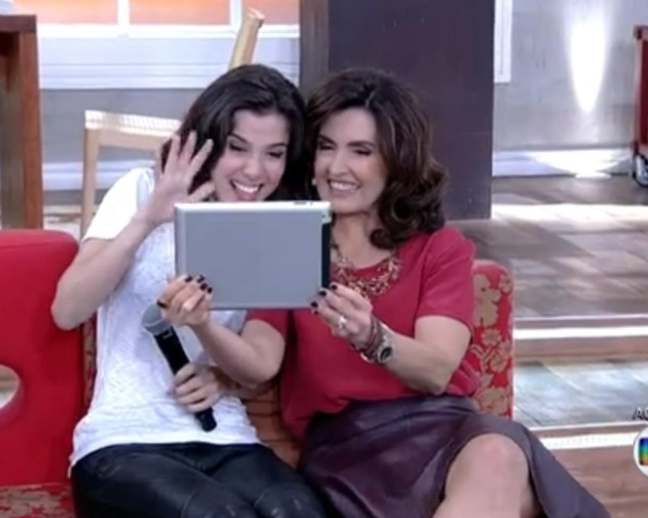 30.jul.2014 - Por meio de uma videoconferência, Marjorie Estiano e Fátima Bernardes interagem com Drica Moraes