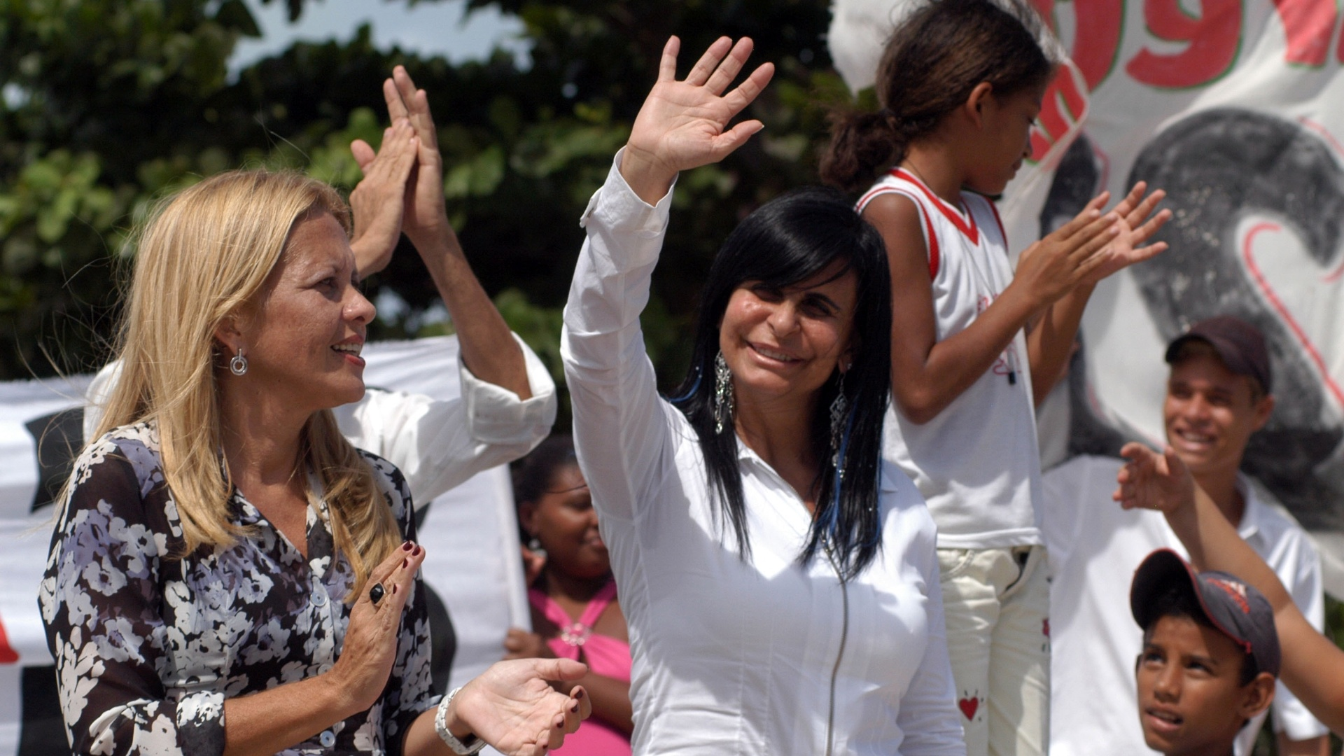 29.jul.2008 - Gretchen tentou entrar para a política, mas não deu certo. Ela foi candidata a Prefeitura de Itamaracá e durante meses percorreu a cidade ao lado de sua vice Anne Tavares