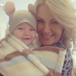 9084fd5420868 Reprodução Instagram ahickmann. Mãe coruja, Ana Hickmann se encanta com o  primeiro filho ...