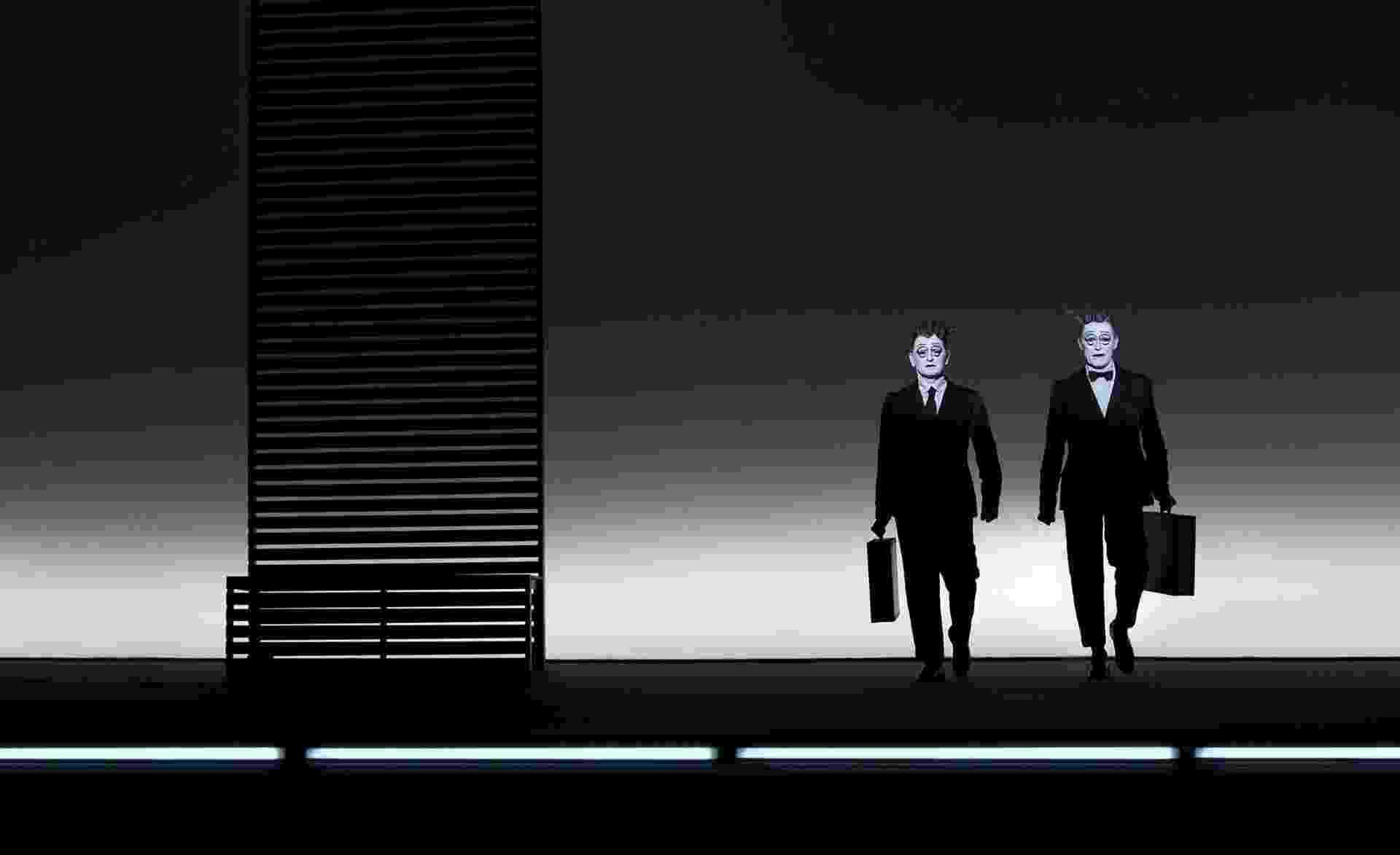 """""""The Old Woman"""" (A Velha), de Robert Wilson, com Mikhail Baryshnikov e Willem Dafoe - Divulgação"""