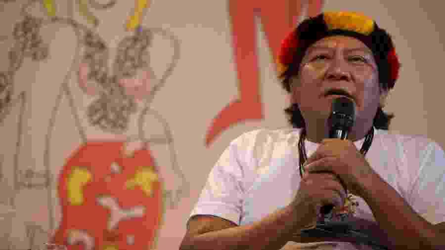1.ago.2014 - O líder Yanomami Davi Kopenawa participam da mesa Marcados durante a Festa Literária Internacional de Paraty, a Flip - Danilo Verpa/Folhapress