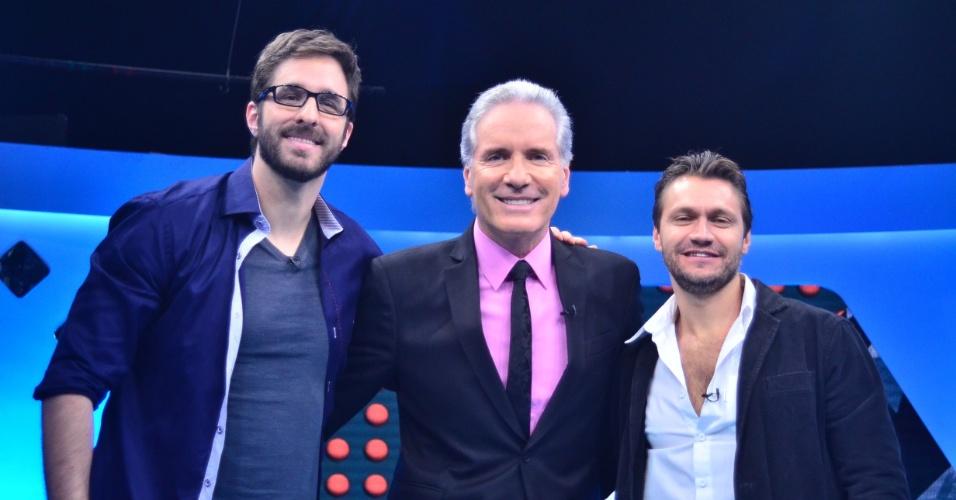 1.ago.2014 - Rafinha Bastos, Roberto Justus e Victor Hugo posam juntos no programa