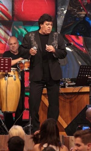 """31.jul.2014 - O showman Sidney Magal diverte a plateia nas gravações do """"Altas Horas"""", comandado por Serginho Groisman, nos estúdios da Globo em São Paulo, nesta quinta-feira. O programa vai ao ar no sábado (2)"""