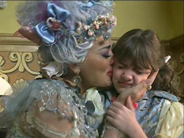Catarina se desespera com a fuga de Serelepe e beija Pituquinha