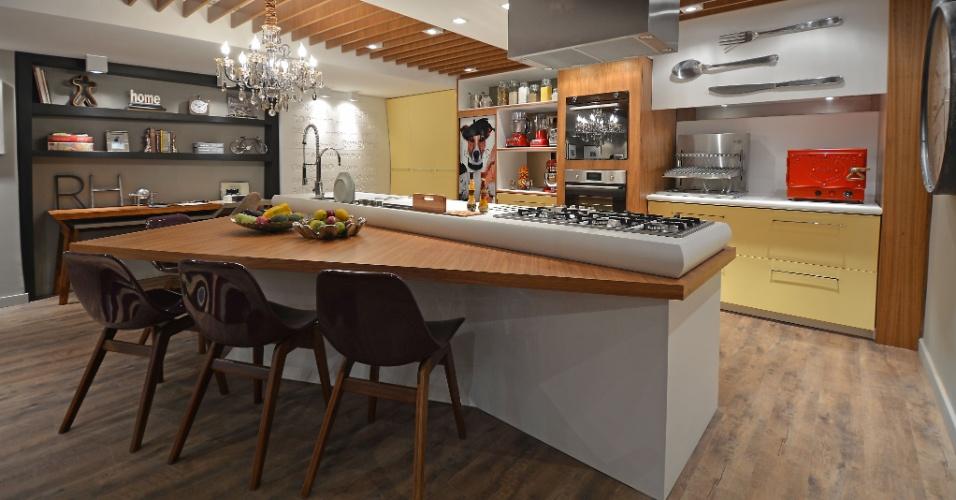 Com 46 m², o Home Chef, projetado por Hellen Zanoletti Firmino e Renato Cesar Ferrari, integra área gourmet (foto), estar e