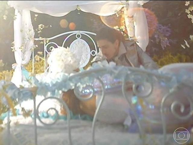 Ferdinando e Gina tem primeira noite de amor