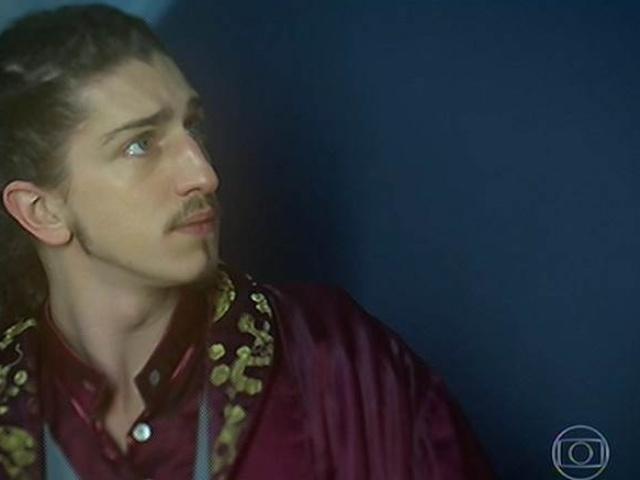 Ferdinando tenta convencer Serelepe a ficar, mas ele foge