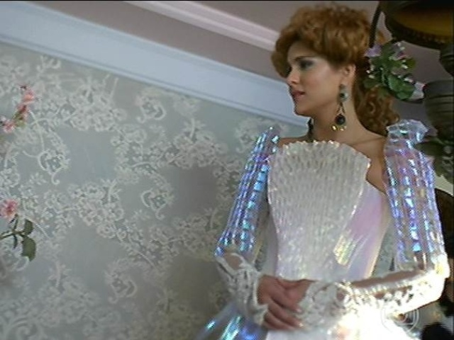 Gina se prepara para seu casamento com Ferdinando