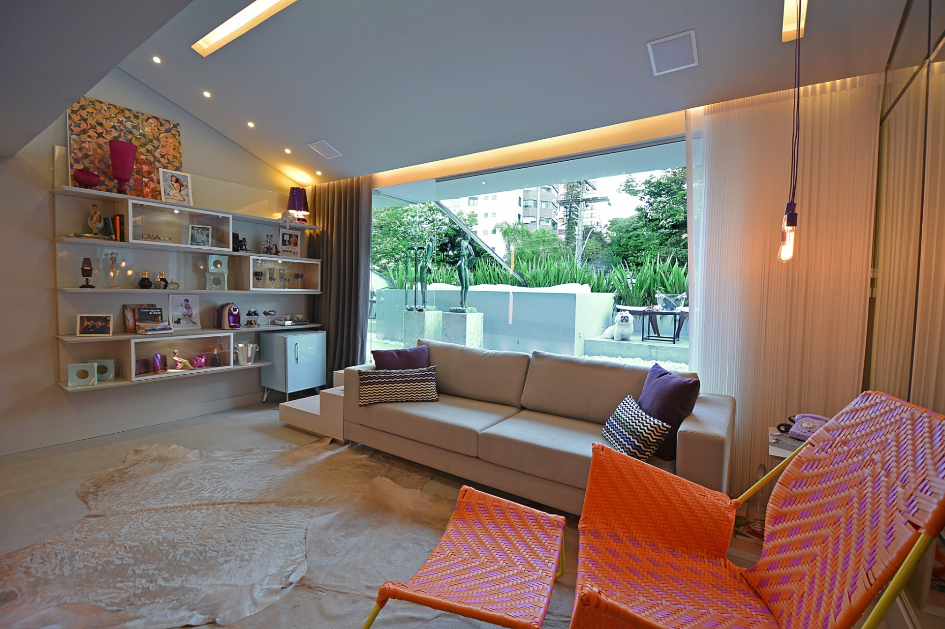 Salas de estar  sugestões para quem tem muito ou pouco espaço - BOL Fotos -  BOL Fotos f5ca6bb588a