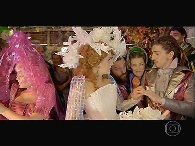 Padre Santo celebra casamento de Juliana, Zelão, Ferdinando e Gina