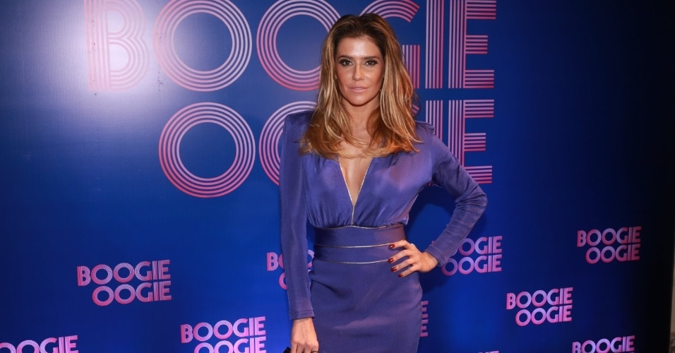 "2.ago.2014 - Deborah Secco usa vestido decotado na festa de lançamento da novela ""Boogie Oogie"", no Rio"