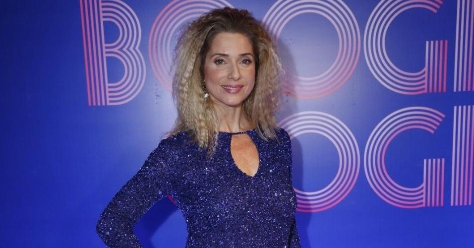 """2.ago.2014 - Letícia Spiller usa look anos 70 na festa de lançamento danovela """"Boogie Oogie"""""""