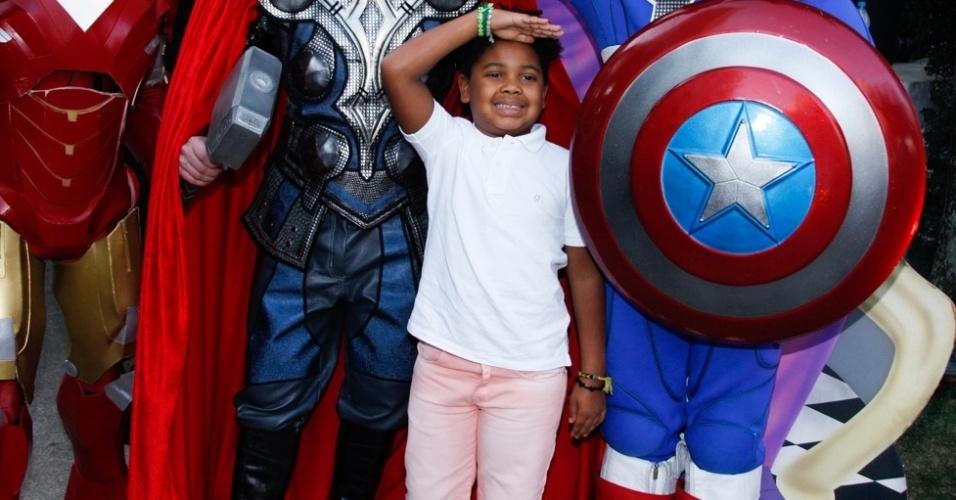 4.ago.2014 - Gabriel, filho de Astrid Fontenelle, participa de festa em comemoração aos 4 anos de Vittorio, filho de Adriane Galisteu