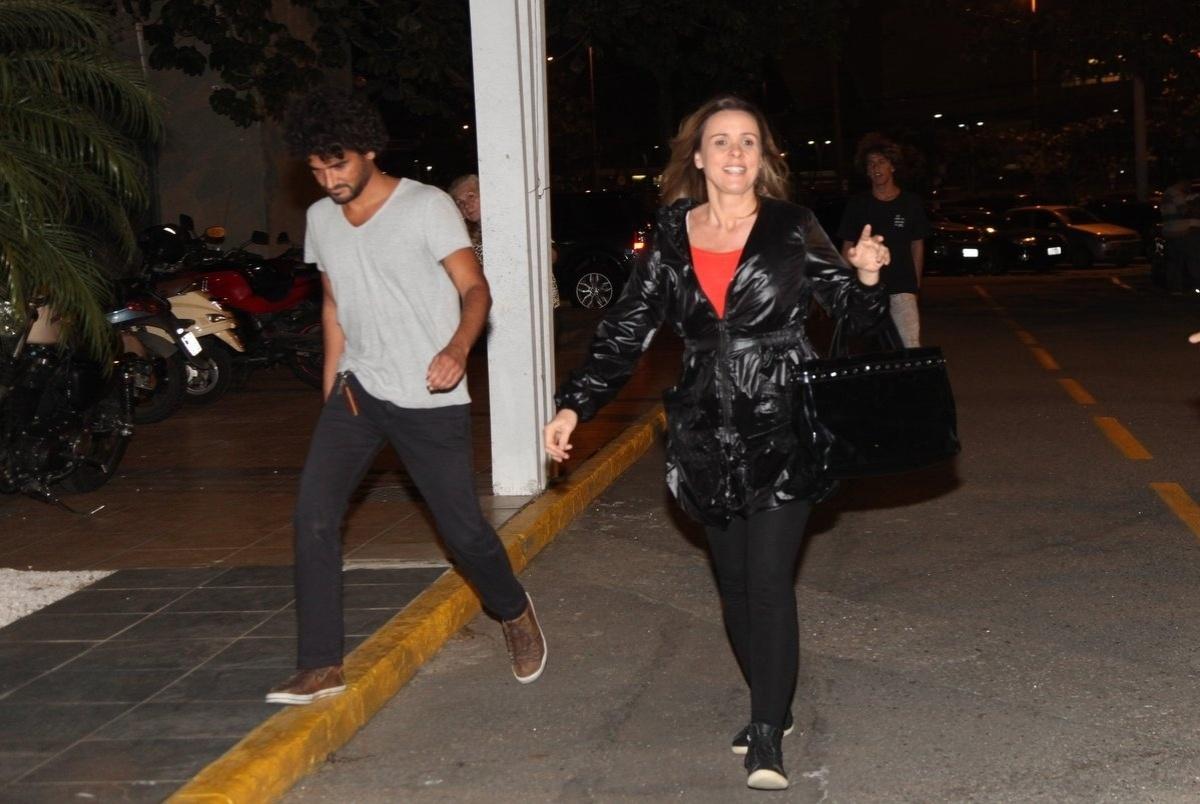 4.ago.2014 - A atriz Giulia Gam se reuniu com o elenco de
