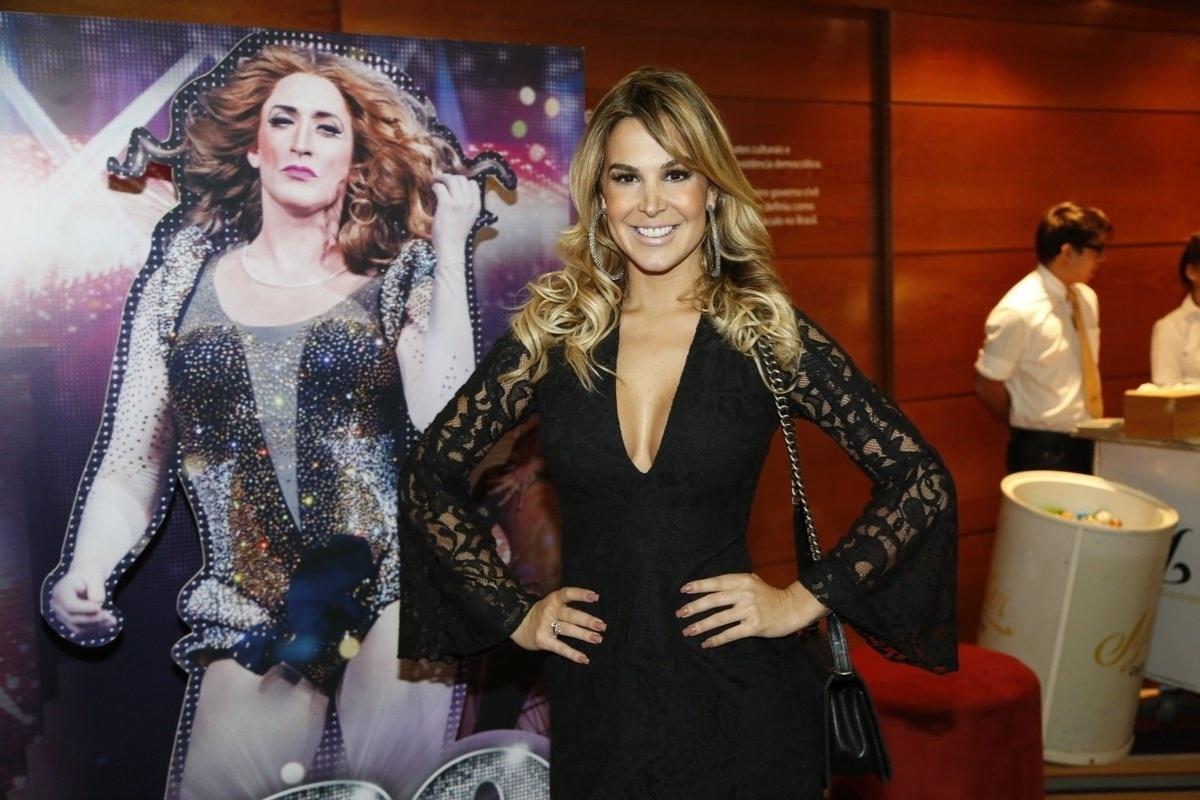 4.ago.2014 - A atriz Robertha Portela marca presença no espetáculo