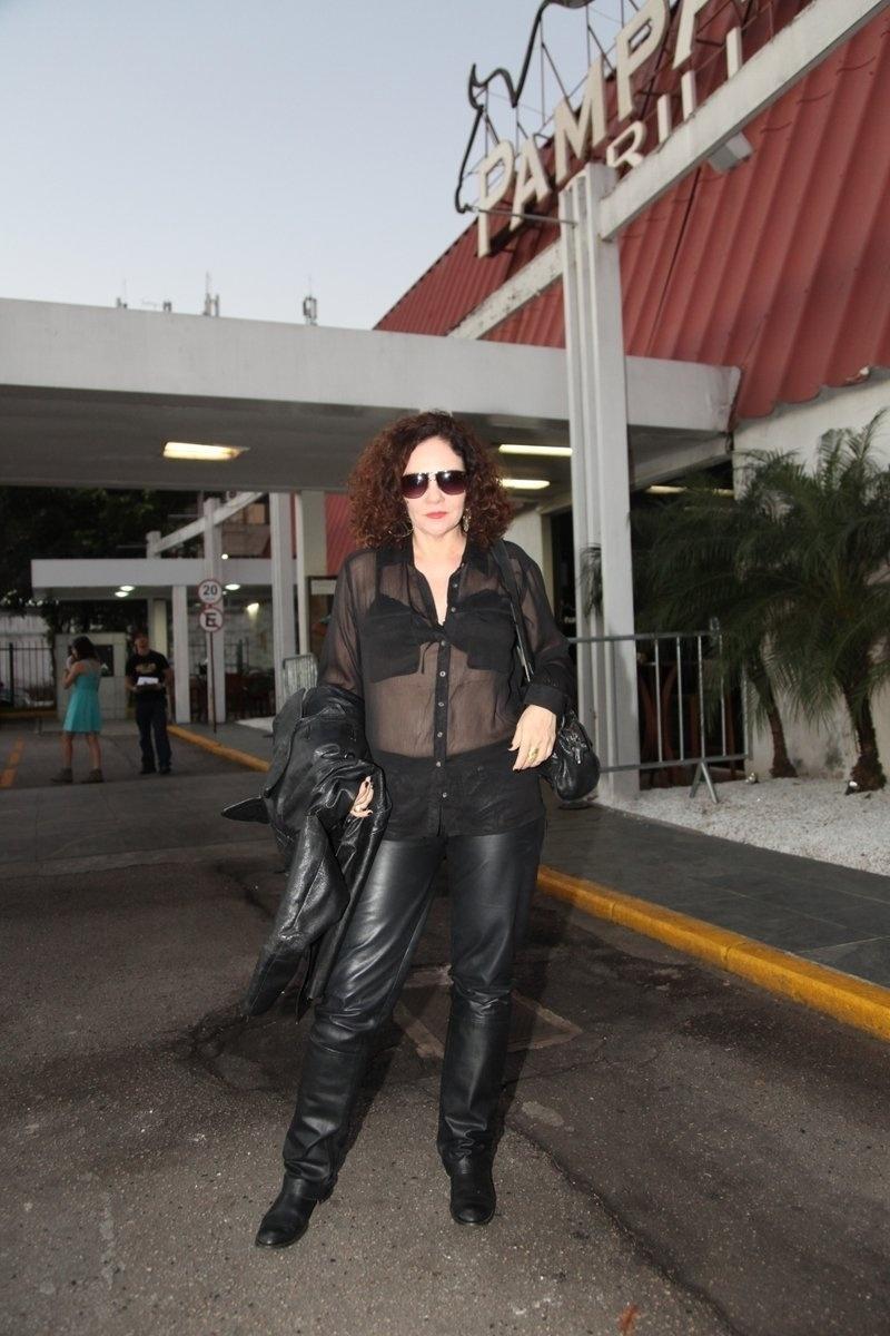 4.ago.2014 - A atriz Thaís Campos se reuniu com o elenco de