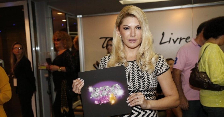 4.ago.2014 - Antonia Fontenelli prestigia o espetáculo