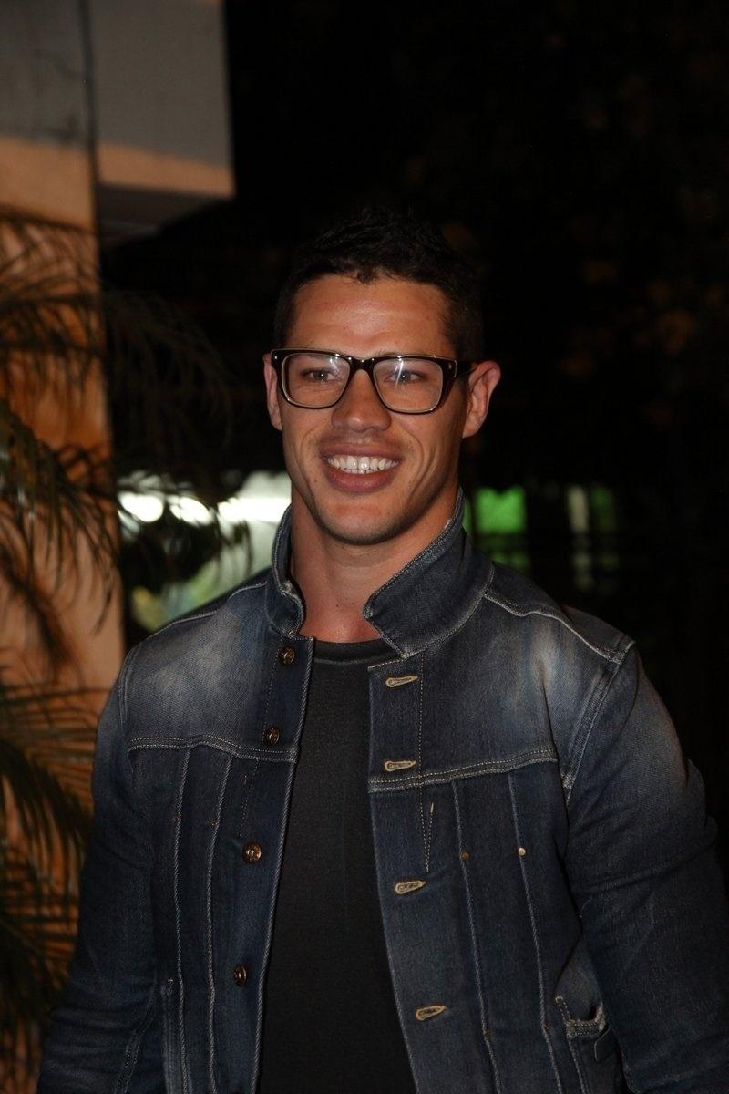 4.ago.2014 - O ator José Loreto se reuniu com o elenco de