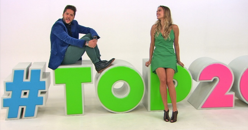 """André Vasco e Lígia Mendes comanda o """"Top 20"""", programa que exibe vídeos incríveis da televisão com um tema por edição. É exibido aos domingos, na Band"""