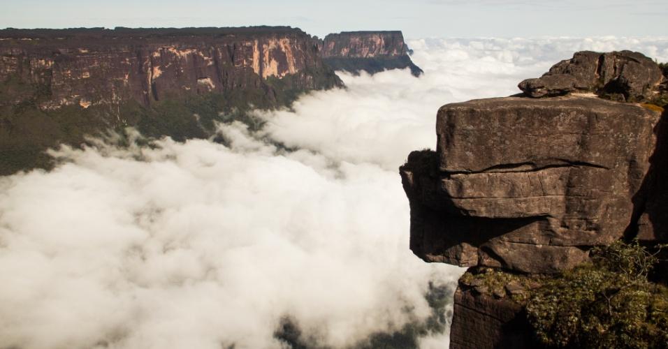 Vista do monte Kukenan desde o monte RoraimaMonte Roraima