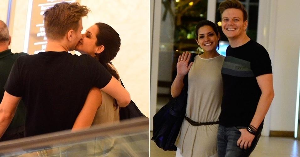 4.ago.2014 - Michel Teló e Thaís Fersoza trocam beijos ao sair de jantar em um shopping, na Barra da Tijuca,