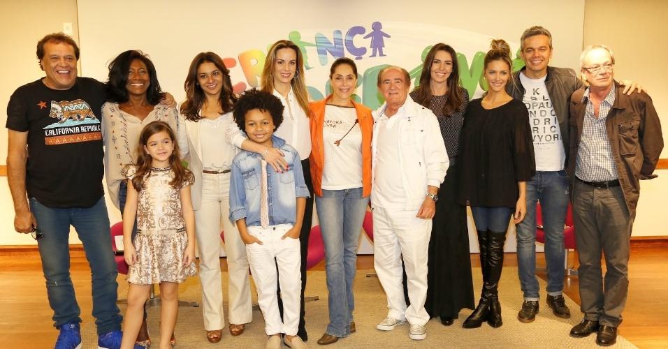 """5.ago.2014 - Equipe do """"Criança Esperança"""" posa para lançamento do especial da Globo, que acontece no dia 16 de agosto"""