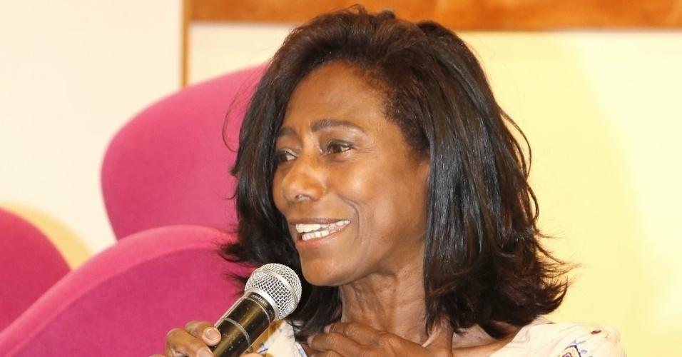 """5.ago.2014 - Glória Maria participa de evento de lançamento do """"Criança Esperança"""", no Rio"""