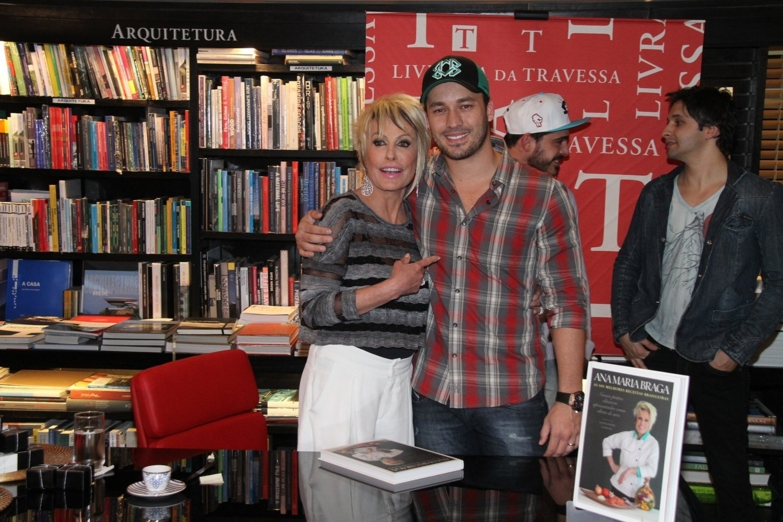 5.ago.2014 - Rodrigo Andrade prestigiou a noite de autógrafos do livro