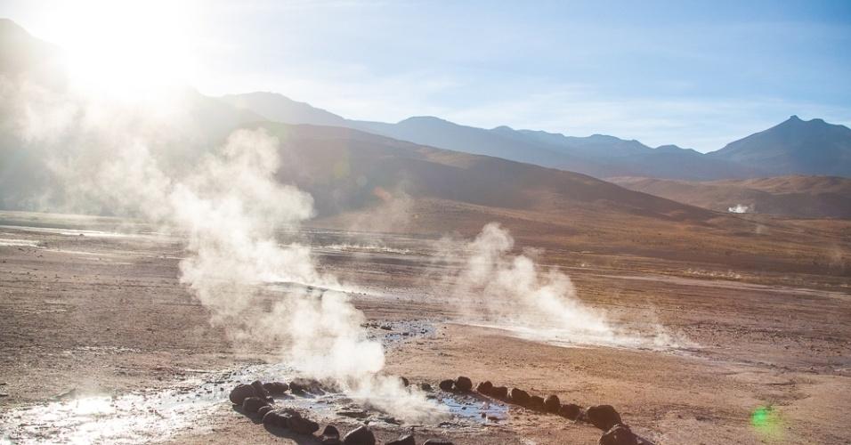 A visita aos Gêiseres del Tatio é um dos passeios obrigatórios para quem visita a região do deserto do Atacama, no Chile