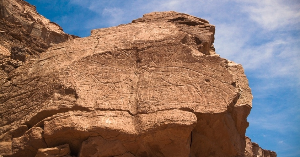 Inscrições rupestres em formações rochosas no vilarejo de Lasana, no Chile