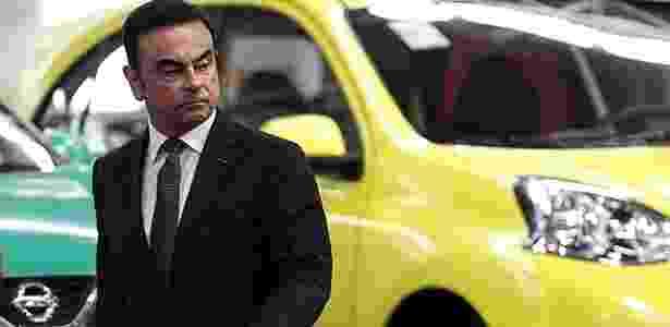 March nas cores verde e amarelo (ao fundo) celebram fábrica brasileira da Nissan - Antonio Lacerda/EFE - Antonio Lacerda/EFE
