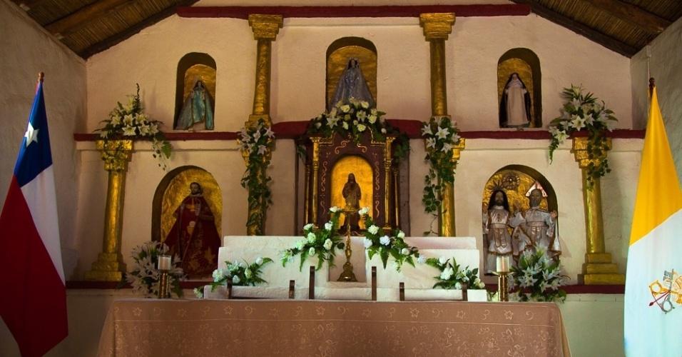 No interior da igreja de San Lucas, em Toconao, no Chile, as estátuas que representam os santos não retratam a cruz