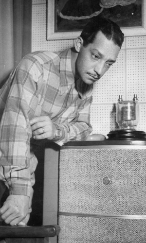 """Orlando Silva, o cantor conhecido como o """"Cantor das Multidões"""""""