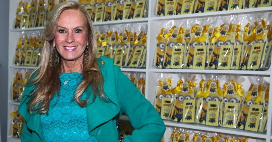 06.ago.2014- Helô Pinheiro prestigia o aniversário do filho de Otávio Mesquita em um buffet infantil em São Paulo