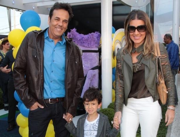 06.ago.2014- Marco Camargo chega com a família para festa de Pietro Mesquita em São Paulo