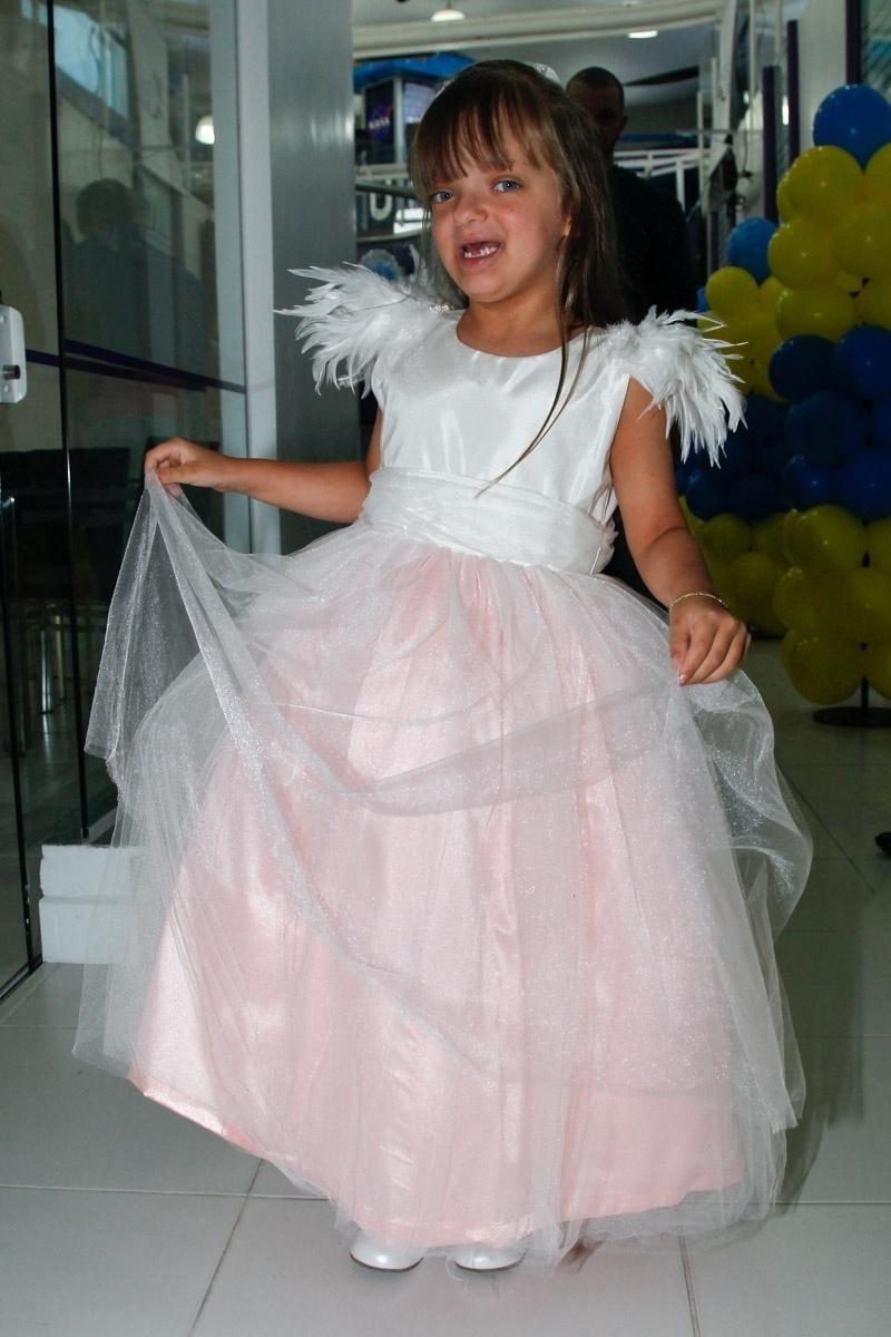 06.ago.2014- Rafaella Justus se diverte na festa de 5 anos do amigo Pietro Mesquita, filho de Otávio Mesquita, em São Paulo