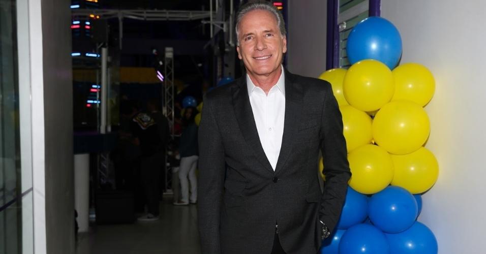 06.ago.2014- Roberto Justus chega para a festa de Pietro Mesquita