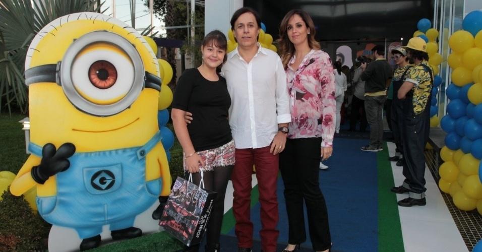 06.ago.2014- Tom Cavalcanti posa com a família em aniversário de Pietro Mesquita em um buffet infantil de São Paulo