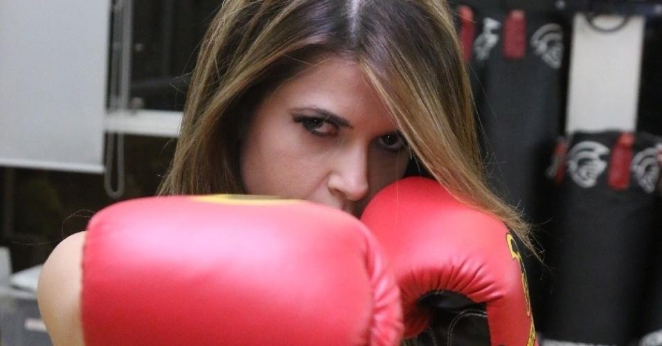 5.ago.2014 - A ex-BBB Cacau Colucci fez ensaio sensual inspirado em lutas, em uma academia, em São Paulo.