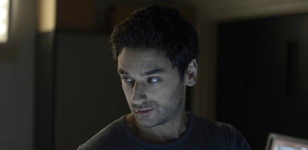 """O ator canadense Mark Ghanimé é o Major Sergio Balleseros em """"Helix"""". Brasileiro de origem, ele tem um caráter dúbio e esconde alguns segredos na série"""