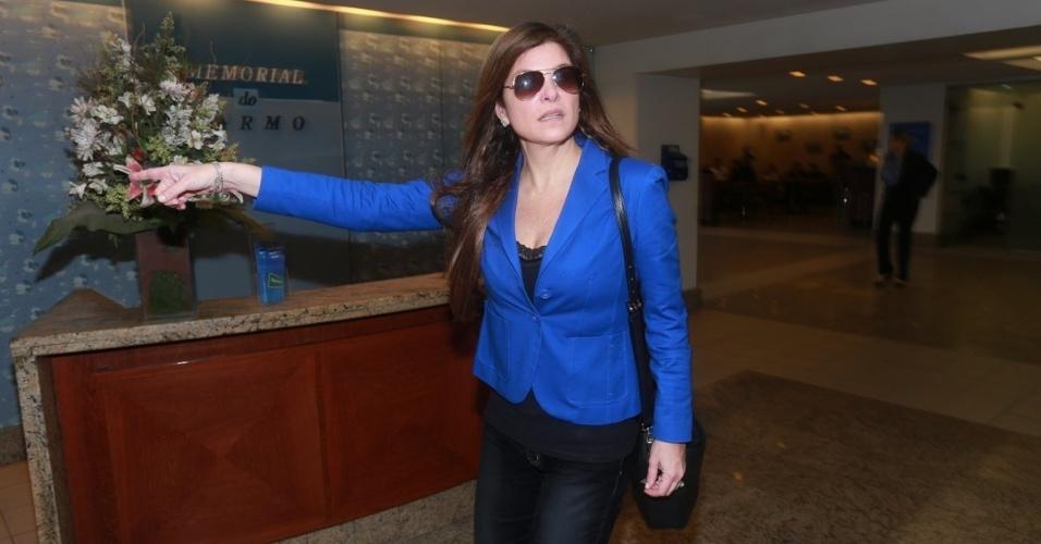 07.ago.2014 - Cristiana Oliveira chega ao velório de Glaycon Muniz, no Rio de Janeiro