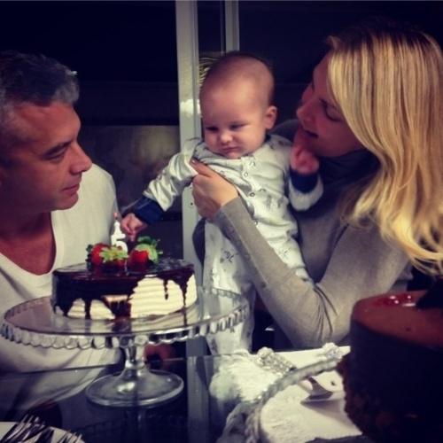 Ana Hickmann é surpreendida por filho, marido e festa de aniversário ... 1402ef2675